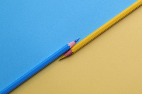 yellow-and-and-blue-colored-pencils-1762851