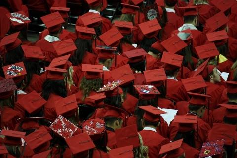 graduates-351603_960_720