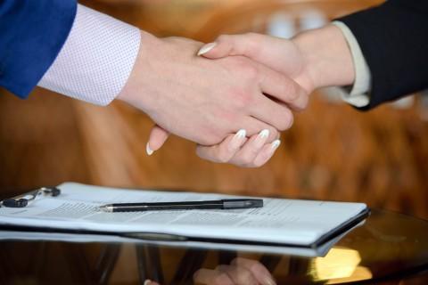 job-offer-acceptance-handshake – Copy