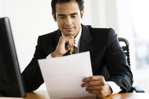 recruiter reading cover letter
