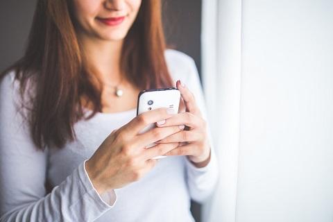 smartphone-woman-pxhere.com
