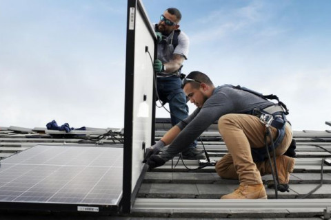 Home_Residential_Solar_Installation_Rooftop_2_XL_Credit_Sunrun_721_420_80_s_c1