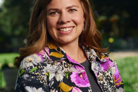 Elizabeth Hoffner Headshot