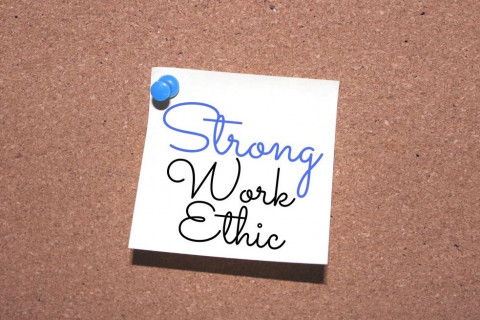Strong Work Ethic sign on cork board
