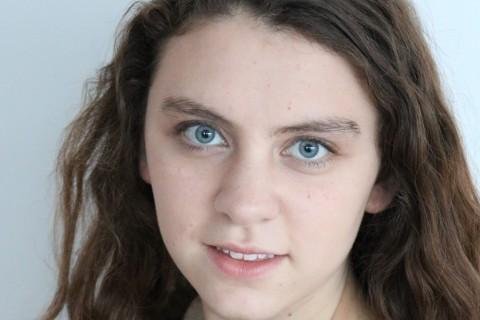 Izabella headshot 2