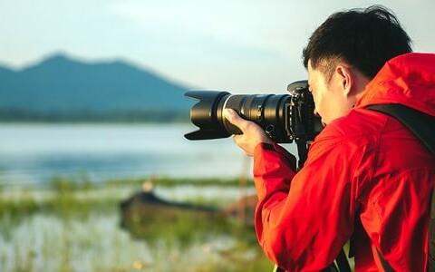 bigstock-Travel-Photographer-Taking-A-P-302170048-min-653×300