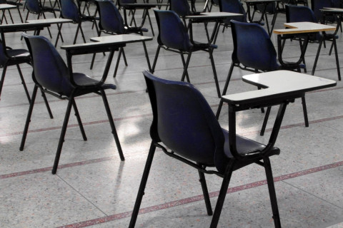 empty_exam_hall_deserted_nobody_no_one_no_people_tables-1341679.jpg!d