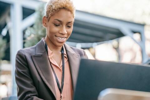woman-professional-laptop